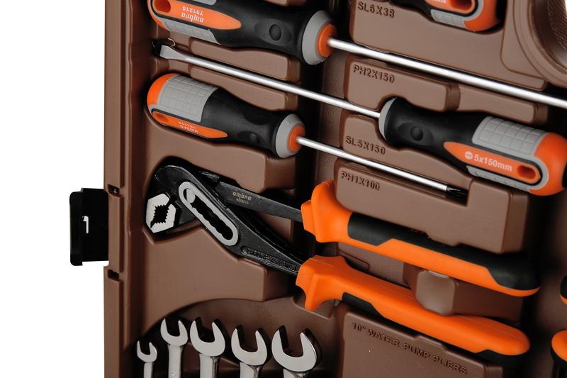 Набор инструментов в чемодане, 141 предмет Ombra Omt141s