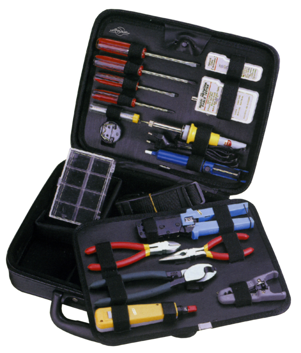 Набор инструментов в чемодане, 16 предметов Aist 703025-m набор инструментов в чемодане 94 предмета aist 409194w