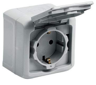 Розетка Legrand 1-местная  ОП с заземлением, защитные шторки с крышкой 16А quteo ip44 переключатель 1 клавишный наружный ip44 белый 10а quteo