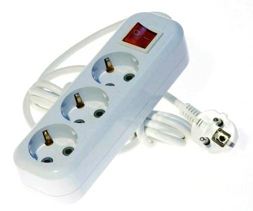 Удлинитель Lux У3-ЕВК-05  с выключателем 3-местный с заземлением, 220В 16А, 5м удлинитель 3 гнезда с заземлением 16а 10м lux