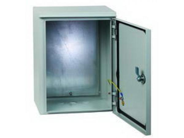 Щит EkfЩиты электрические, боксы<br>Тип: щит,<br>Тип установки: навесной,<br>Материал: металл,<br>Степень защиты от пыли и влаги: IP 31,<br>Использование: в помещении,<br>Высота: 500,<br>Ширина: 400,<br>Глубина: 220,<br>Толщина: 0.8,<br>Замок: есть,<br>Окно: нет,<br>DIN рейка: нет,<br>Габариты монтажной панели: 452х332<br>